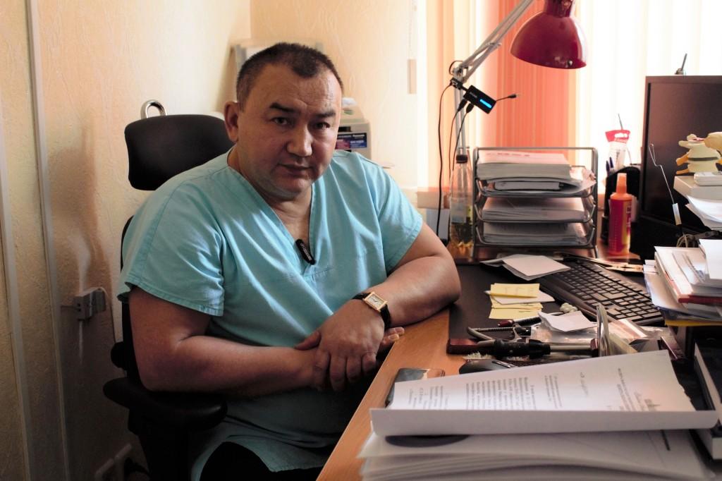 Макиров Серик Калиулович - заведующий отделением вертебрологии Центральной клинической больницы РАН, врач-травматолог-ортопед, доктор медицинских наук, профессор.
