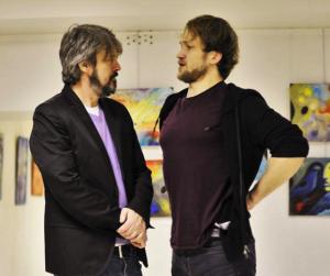 Джонатан Бекс (слева) и Егор Гаврилин (справа) на репетиции «Life. Rehearsed» Источник фото: https://www.facebook.com/the.midas.theatre/photos